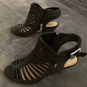 Vince Camuto low black heels